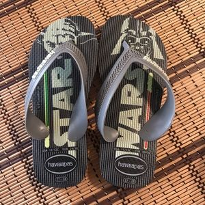 Toddler boy Havaianas flip flops size 11/12